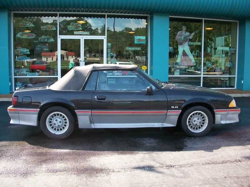 1989FordMustangGTConvertible003A