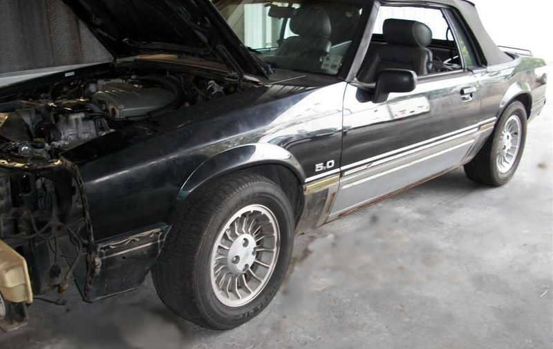 1989FordMustangGTConvertible020A